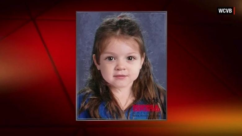 ملايين الأمريكيين على فيسبوك منشغلون بصورة طفلة صغيرة وجدت جثة بكيس قمامة