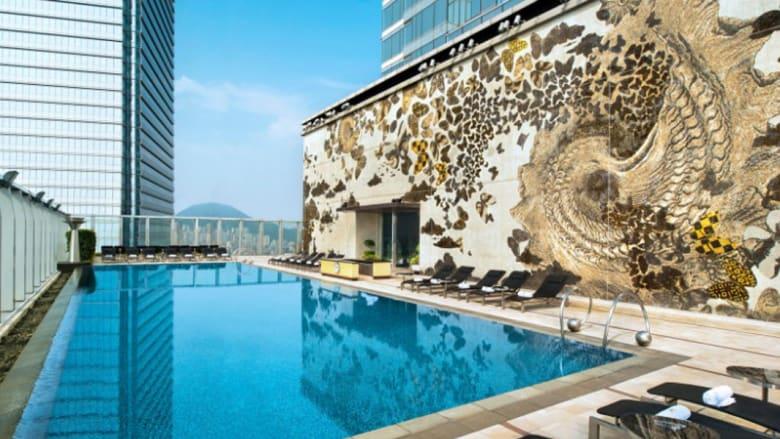 """أجمل المسابح تجلس """"ملكة"""" فوق أسطح الفنادق العالمية"""
