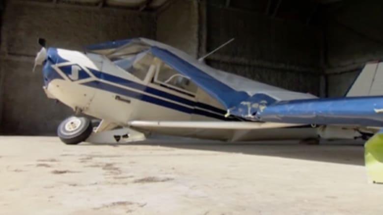 بالفيديو.. تحطم طائرة صغيرة ونجاة الطيار ومرافقه بأعجوبة