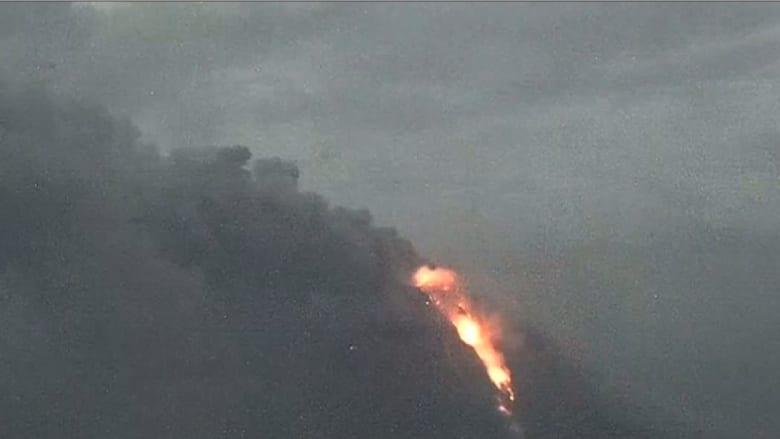 بتقنية الفاصل الزمني.. هكذا أضاءت الحممُ البركانية سماءَ المكسيك