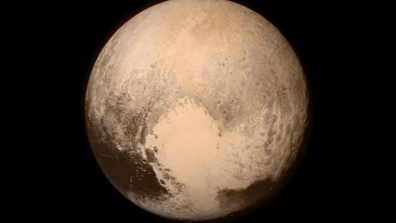 """رحلة إلى """"قلب أحمر ثلجي"""" لم يعد كوكباً.. تعرفوا على """"بلوتو"""""""