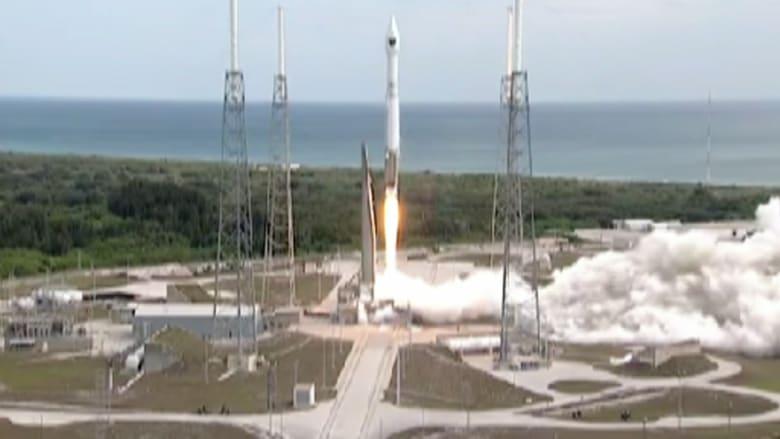 """بالفيديو.. لحظة إطلاق صاروخ """" أطلس 5 """" إلى الفضاء"""