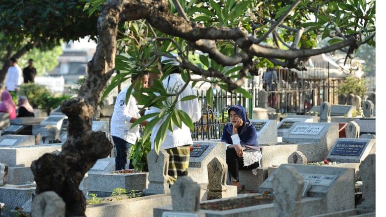 زيارة المقابر في العيد - إندونيسيا