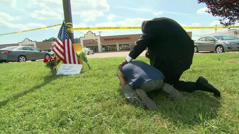 بالفيديو.. شاهد أمريكي ينهار بالبكاء في موقع هجوم تينيسي