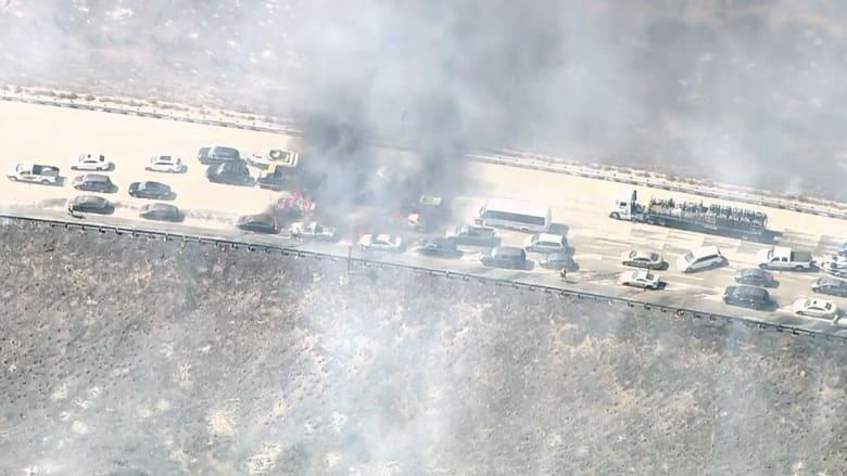 بالفيديو.. حرائق الغابات تلتهم عشرات السيارات في كاليفورنيا
