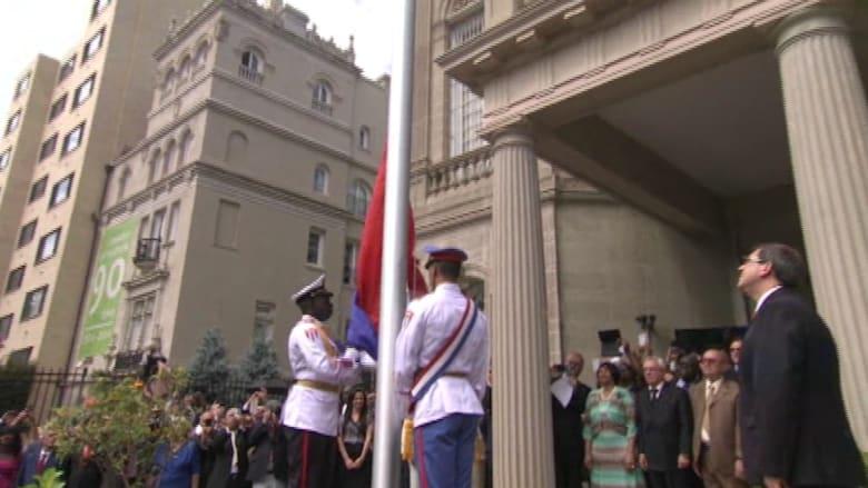 بالفيديو..لحظات تاريخية.. رفع علم كوبا على سفارتها في قلب واشنطن