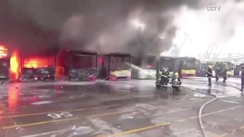 بالفيديو.. حريق هائل يلتهم 11 حافلة في الصين