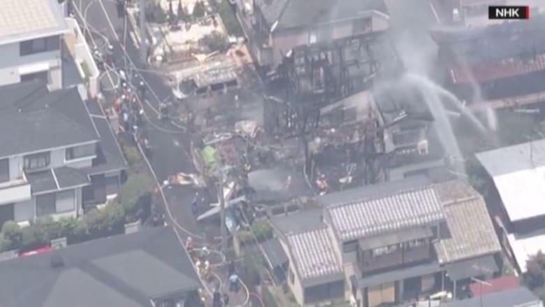 شاهد.. مقتل ثلاثة أشخاص واحتراق منازل بتحطم طائرة صغيرة