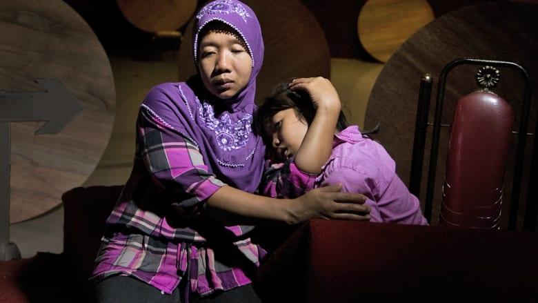 مآسي خلف الأبواب المغلقة.. قصص تعذيب عاملات المنازل من هونغ كونغ إلى السعودية