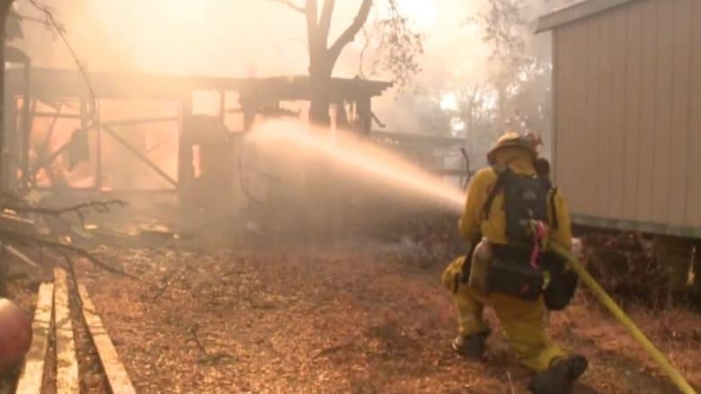بالفيديو.. الحرائق تلتهم عشرات المنازل وتجلي الآلاف في كاليفورنيا