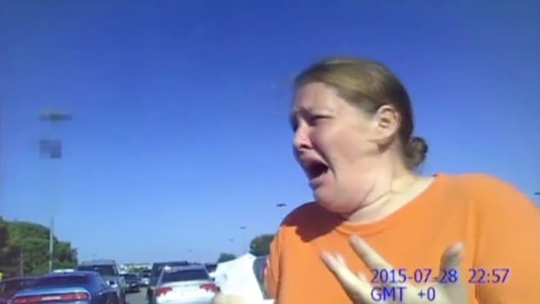 بالفيديو.. شاهد ردة فعل أم بعد أن علمت أنها نسيت رضيعها بالسيارة