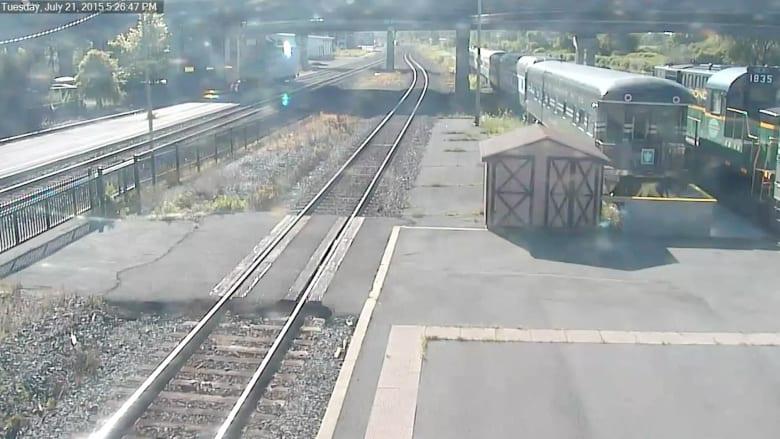 بالفيديو.. لحظة تحطم قطار جامح في محطة بنيويورك