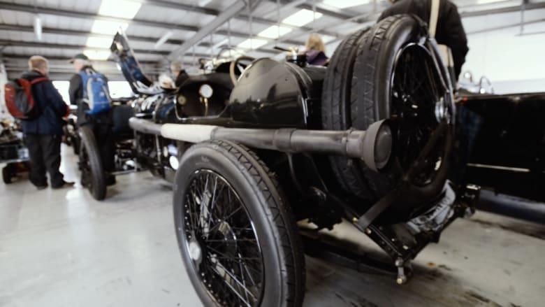 شاهد.. مركبة كلاسيكية من عام 1914 تشارك في سباقات السيارات إلى اليوم!