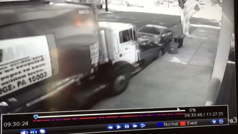 بالفيديو.. شاحنة نفايات تصطدم بخمس سيارات دون سائقها