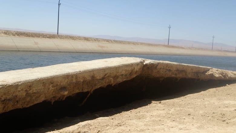 شاهد بالفيديو.. الأرض تبتلع ولاية كاليفورنيا شيئاً فشيئاً