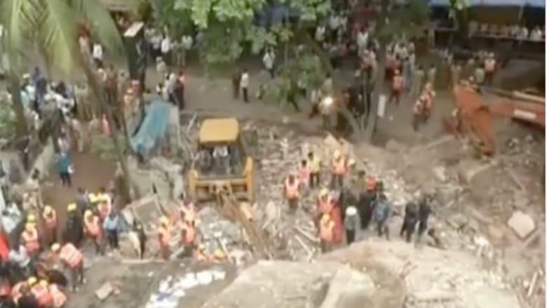 بالفيديو.. المشاهد الأولية بعد كارثة انهيار مبنى سكني في الهند