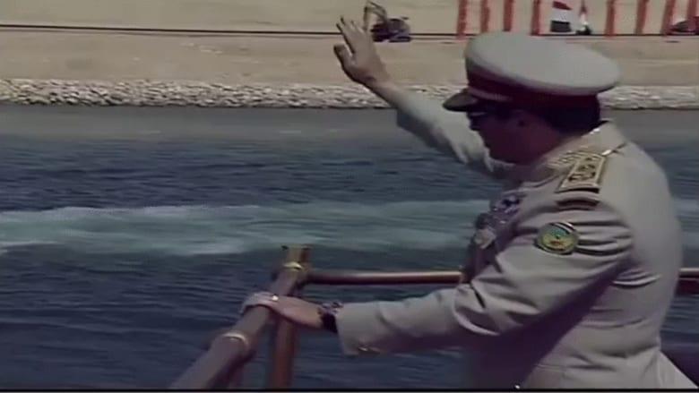 """شاهد.. السيسي بـ""""الزي العسكري"""" يفتتح قناة السويس الجديدة"""