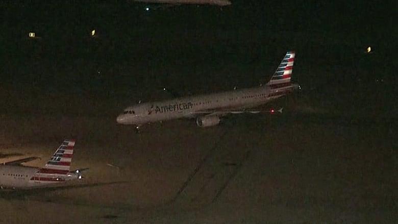 بالفيديو.. عطل بالمحرك يجبر طائرة أمريكية على الهبوط بشكل طارىء