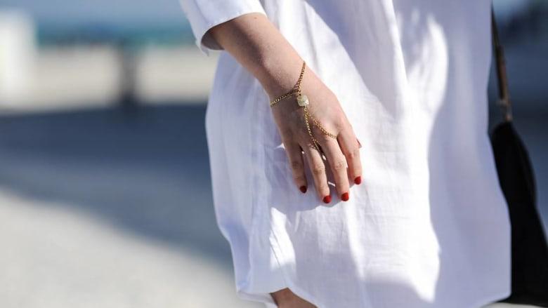 بسبب لباسها القصير.. شابة تُمنع من الولوج لمركز صحي بولاية جزائرية