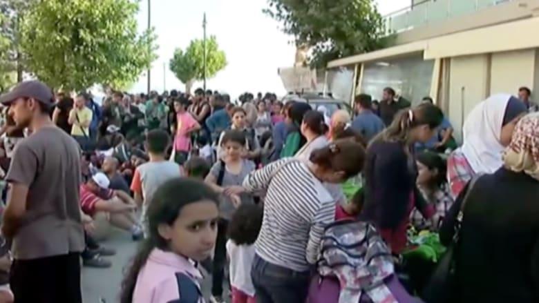 """بالفيديو.. مئات المهاجرين يواجهون """"شبح الموت"""" على جزيرة يونانية"""