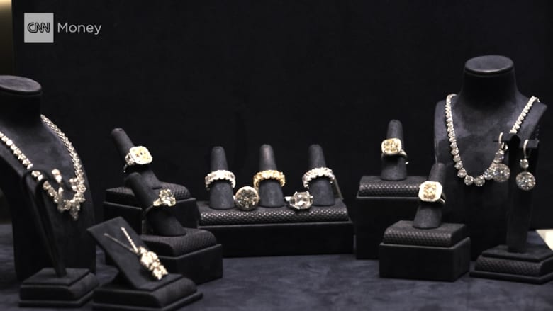 شاهد.. أضخم 5 عمليات سرقة للمجوهرات بالتاريخ