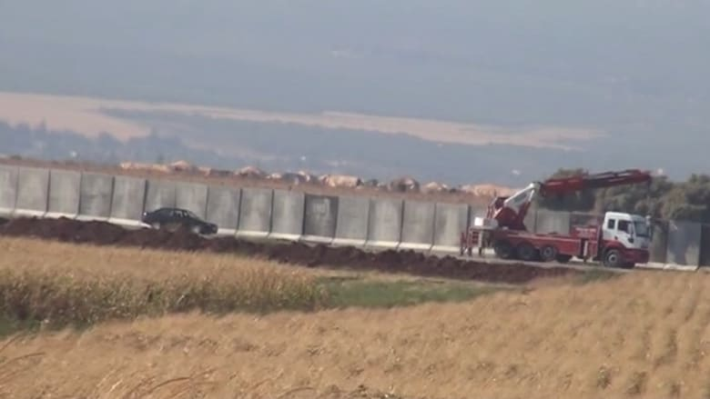 بالفيديو..تركيا تبني جداراً خرسانياً على حدودها مع سوريا