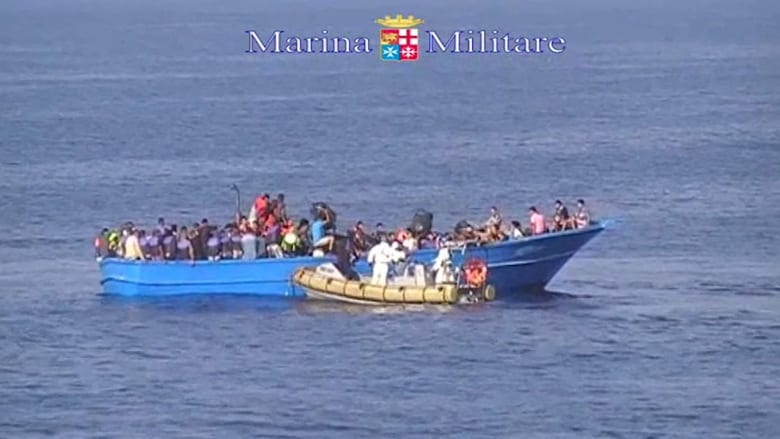 """بالفيديو..الموت غرقا يحرم 40 مهاجرا من الوصول إلى أرض """" الجنة الموعودة"""""""