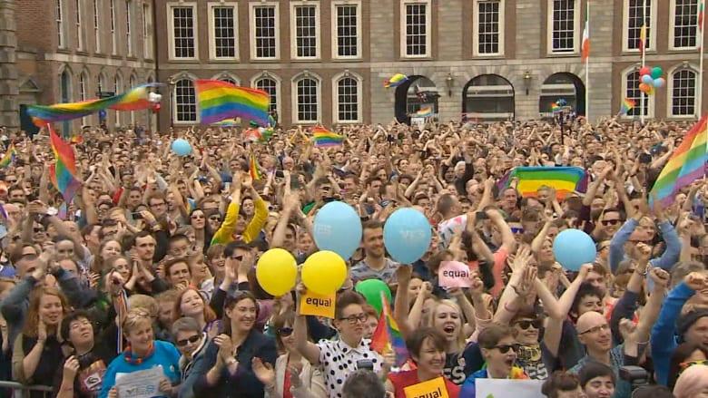 """جدل واسع باستراليا حول زواج المثليين.. رئيس الوزراء يرفض وشقيقته تنتظر """"عروستها"""""""