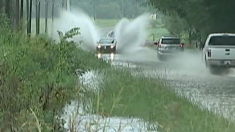 بالفيديو.. شاهد انزلاق مركبة بسبب الفيضانات في كارولينا الشمالية