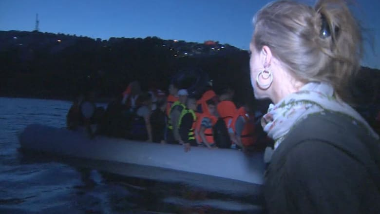 فيديو حصري.. طاقم CNN يشارك صدفة في إنقاذ سوريين في عرض البحر