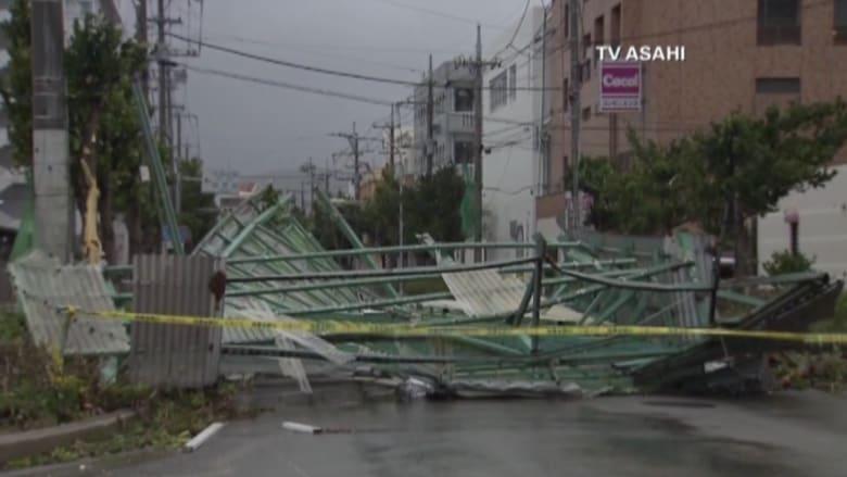 """شاهد..إعصار """"غوني"""" يخلف قتلاه في الفلبين ويضرب اليابان بقسوة"""