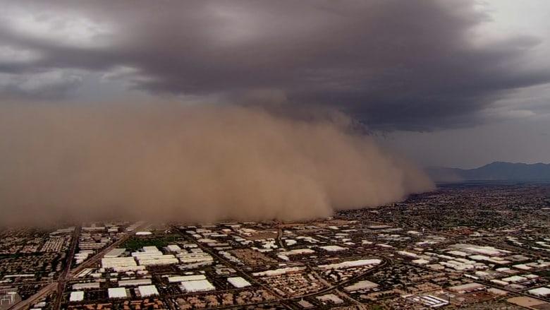 شاهد.. عاصفة رملية ضخمة ورياح عاتية تجتاح ولاية أريزونا الأمريكية