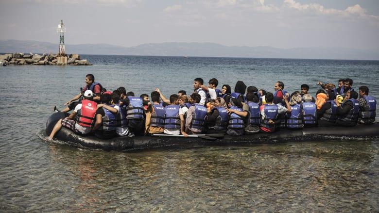 """من لم يمت غرقاً مات خنقاً.. العثور على 50 جثة بقارب يقل مئات المهاجرين في """"المتوسط"""""""
