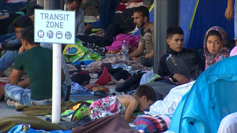سوريون وعراقيون يصارعون النسيان بأوروبا.. ويريدون حياة البشر