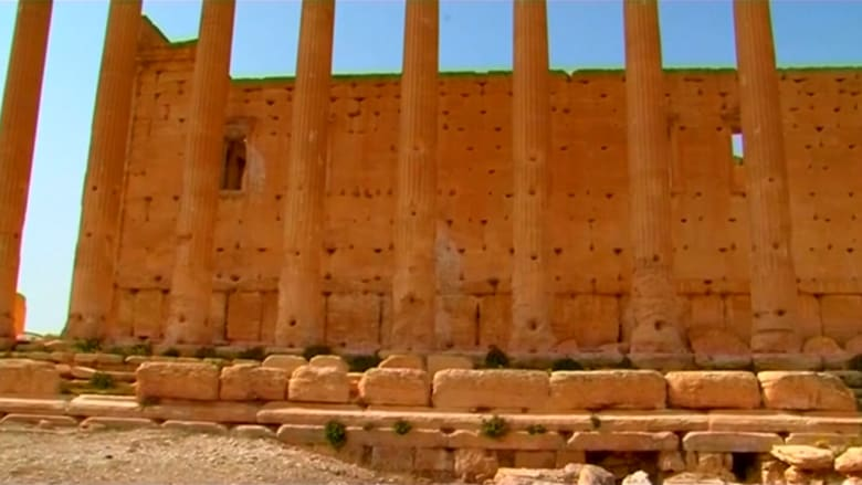 """رئيس الآثار والمتاحف بسوريا: أعمدة المعبد """"بل"""" لا تزال قائمة رغم تفجيره من قبل داعش"""