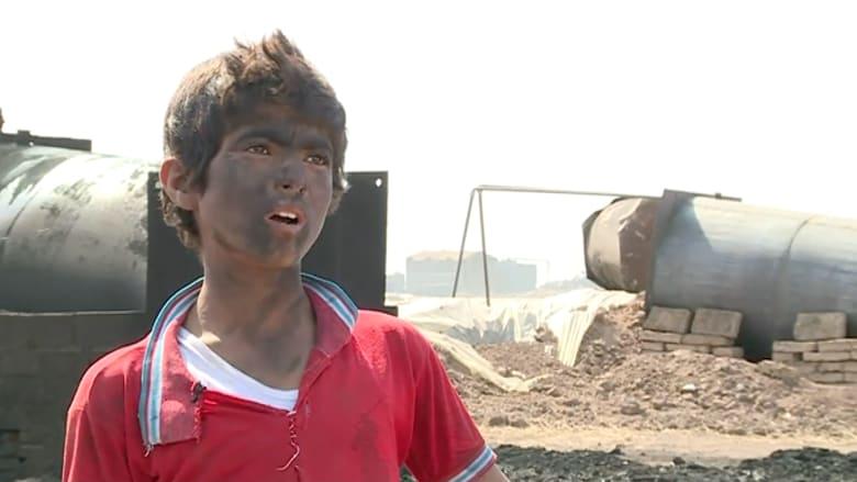 """عمالة الاطفال في النفط بسوريا.. أنامل صغيرة تعمل لتأمين """"لقمة العيش"""" لعائلاتها"""