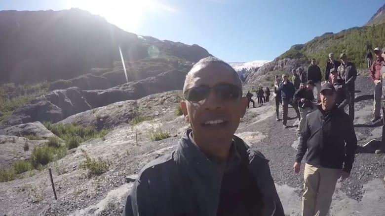 """بالفيديو.. أوباما يلتقط """" سيلفي"""" بين جبال ألاسكا"""