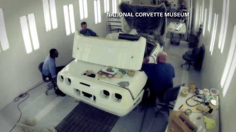 بالفيديو.. شاهد إصلاح سيارة كورفيت سعرها مليون دولار بتقنية الفاصل الزمني