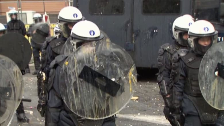 بالفيديو.. مواجهات بين الشرطة البلجيكية ومزارعين غاضبين في بروكسل