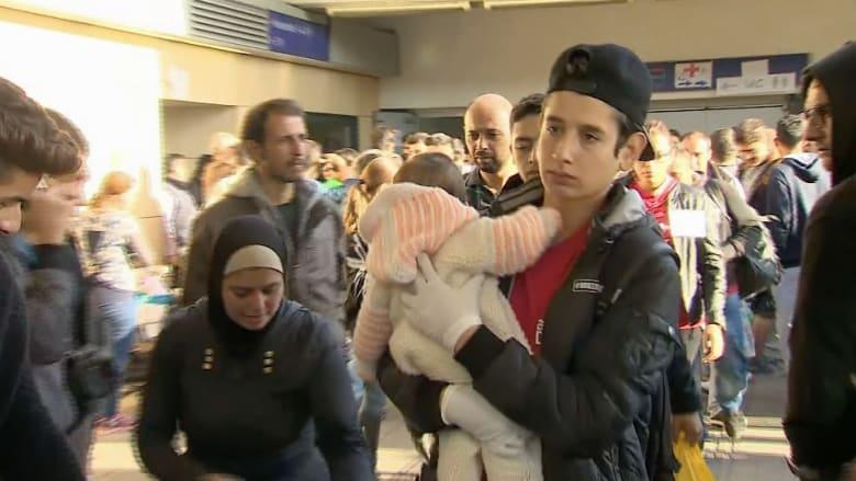 بالفيديو.. كاميرا CNN ترصد اكتظاظ محطات القطار بالمهاجرين في النمسا