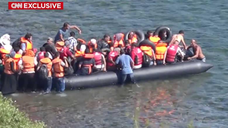 بالفيديو.. كاميرا CNN ترصد سراً رحلة سوريين بقارب مطاطي إلى أوروبا: البقاء بسوريا موت آخر