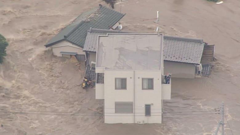 بالفيديو .. مشاهد مرعبة لفيضانات غير مسبوقة في اليابان