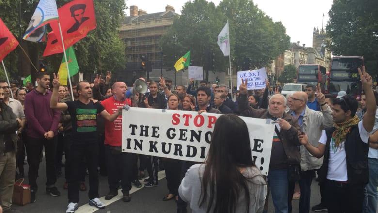 بالصور.. مسيرة مؤيدة للأكراد في لندن ببريطانيا