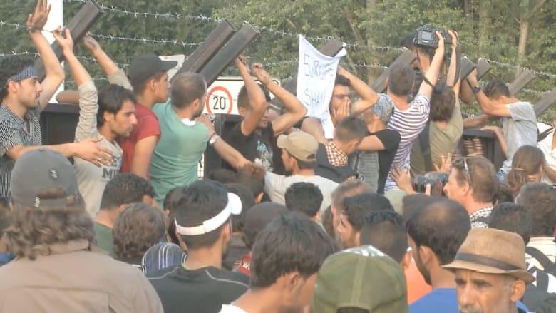 المجر تشدد الخناق على حدودها.. وأحد اللاجئين: لم يبق لدينا شيء لنخسره