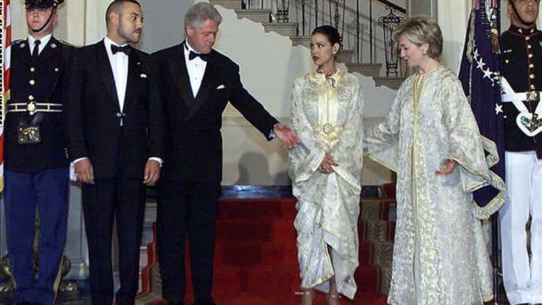 هيلاري كلينتون ترتدي القفطان المغربي في زيارة للقصر الملكي بالمغرب