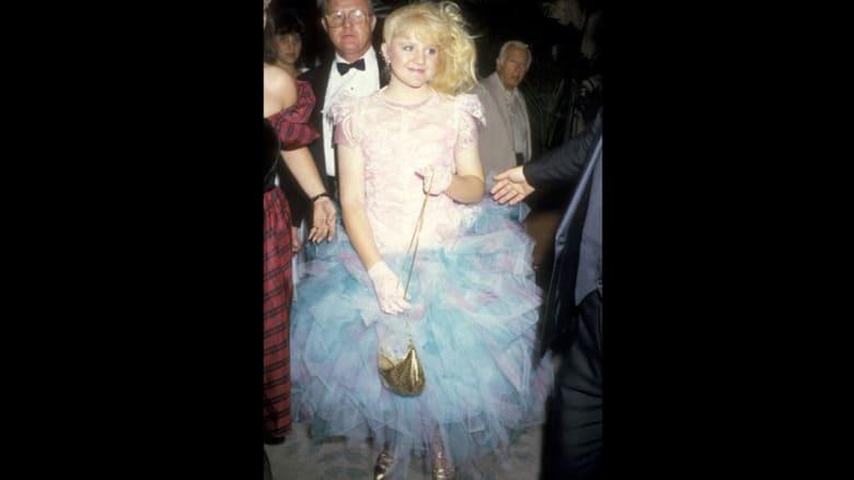 بالصور... أزياء حفل جوائز إيمي عبر السنين