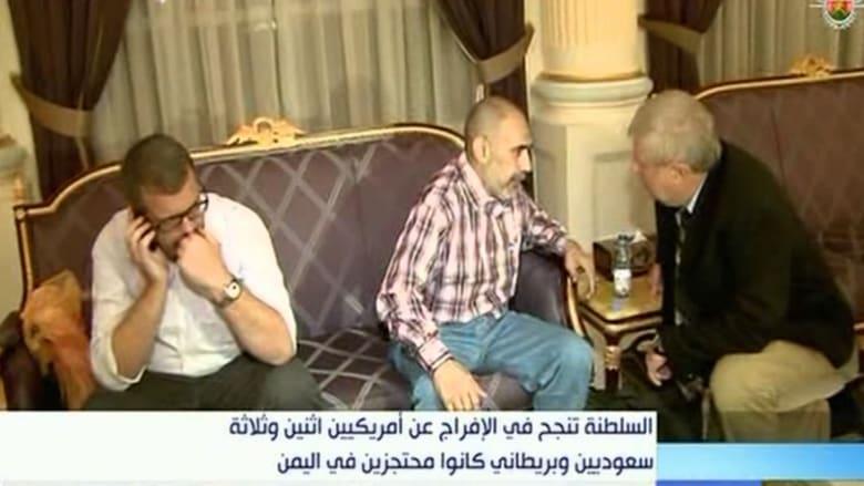 بالفيديو.. المشاهد الأولى لإطلاق سراح 6 رهائن احتجزتهم جماعة الحوثي باليمن