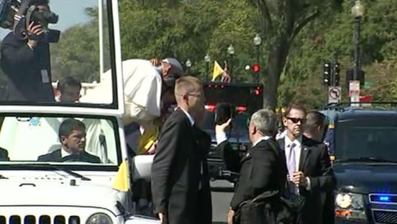 بالفيديو.. أوباما يستقبل بابا الفاتيكان في البيت الأبيض.. وفرنسيس يتجول في شوارع واشنطن