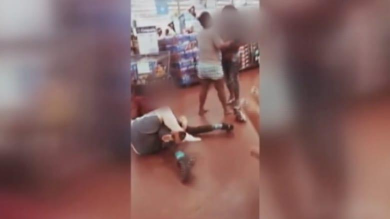 شاهد.. عراك عنيف اندلع في متجر بكارولاينا الشمالية