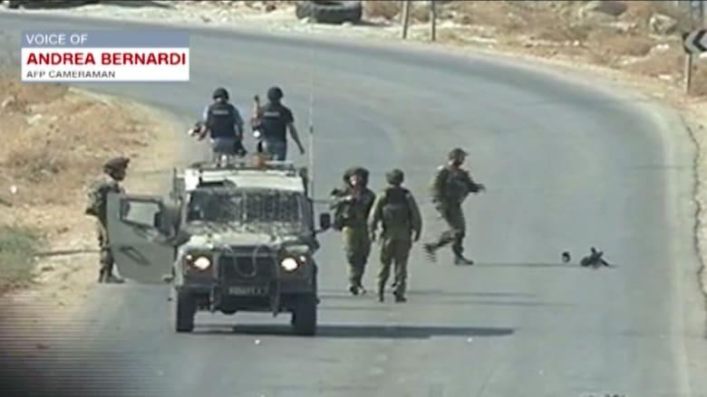 بالفيديو.. جنود إسرائيليون يعتدون على صحفيين.. ومصور: فقدوا عقلهم